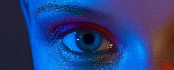 نور آبی صفحه تلفن همراه می تواند به چشم ها آسیب برساند